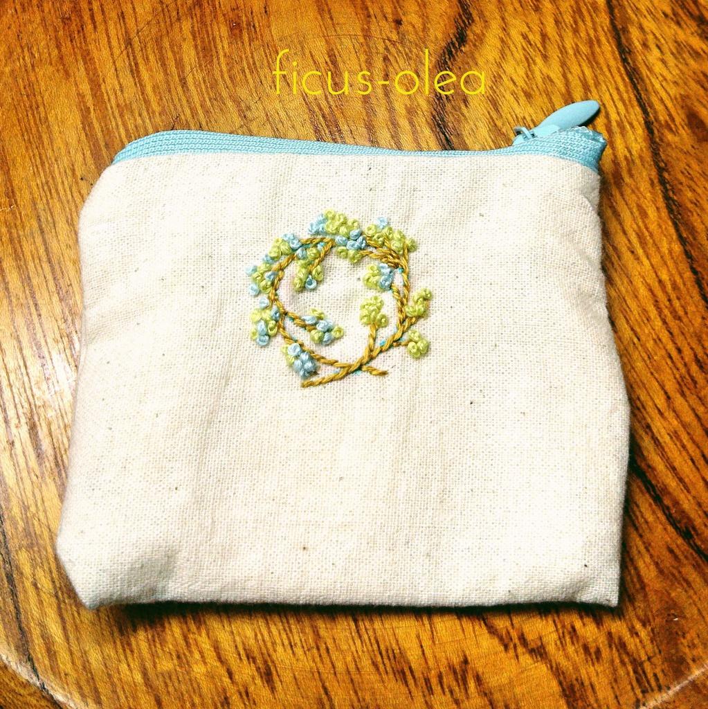 リネンのちいさな新芽ポーチ〈一点物〉手刺繍ポーチプチ