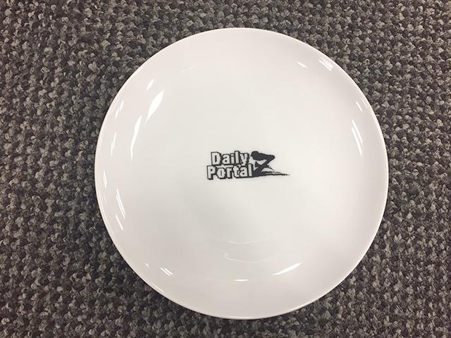 デイリーポータルZロゴ入り白い皿