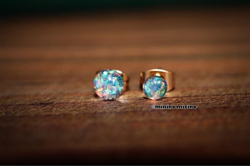 ミニマムギミックパールピアス 瑠璃色(青) 全2種類