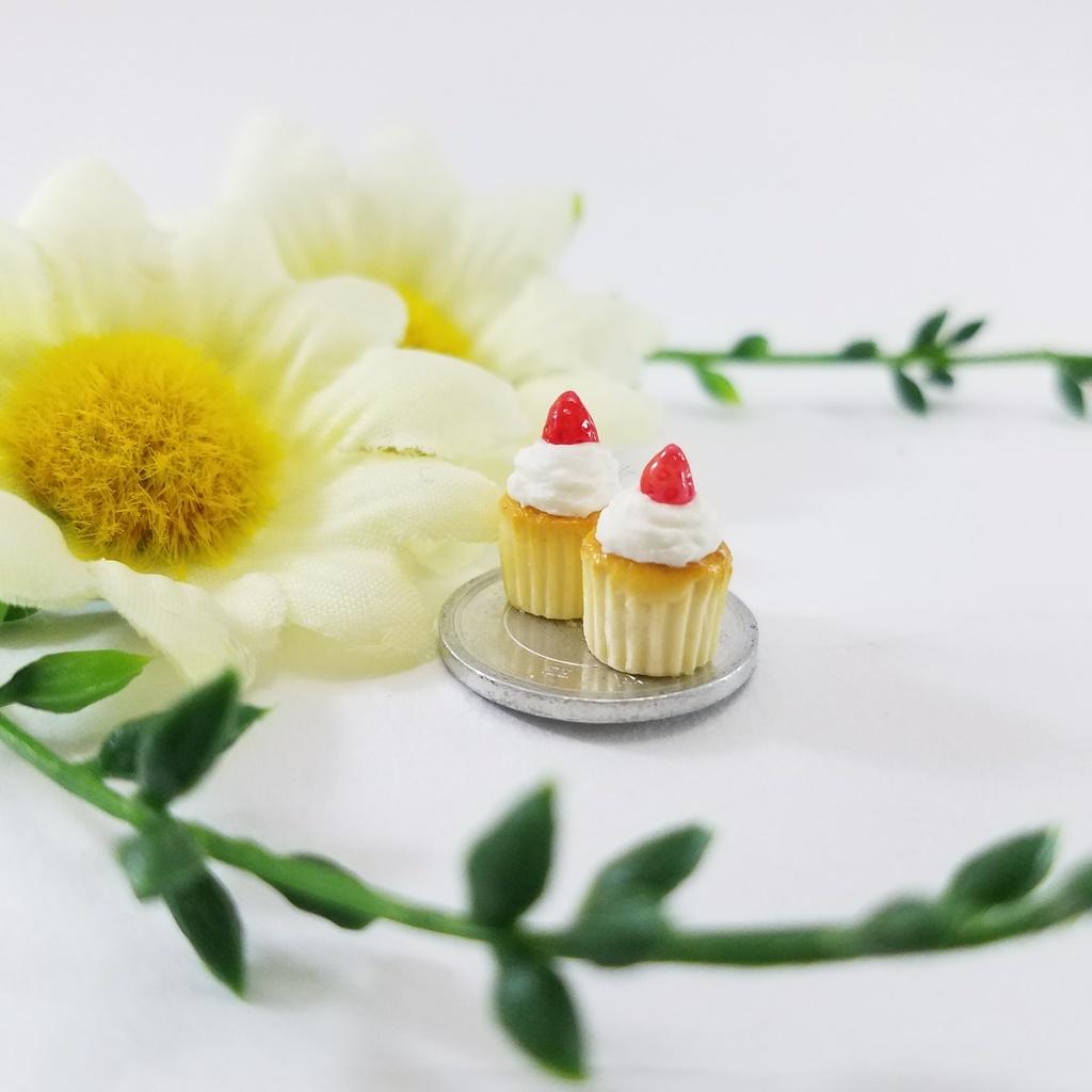 ミニチュアフード♡ふわふわホイップ苺のカップケーキ2個セット